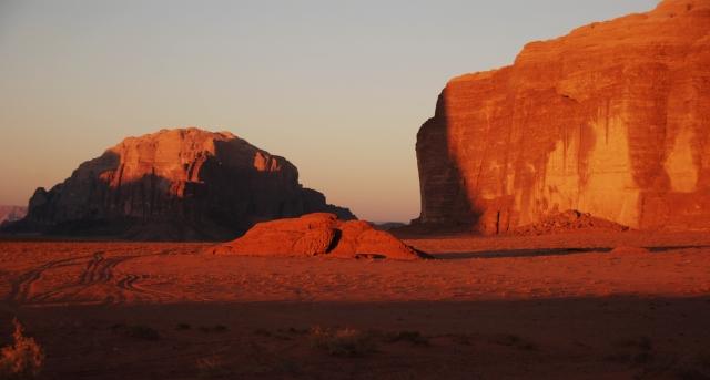 Amanecer sobre el Wadi Rum