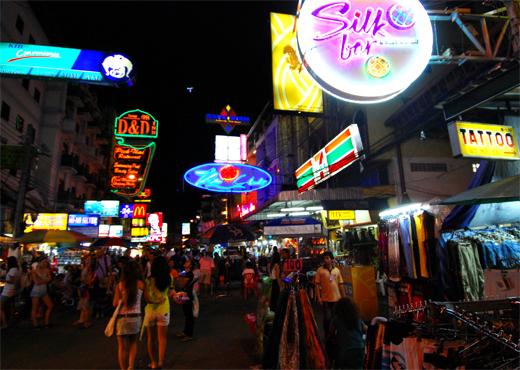 La concurrida Khao San Road