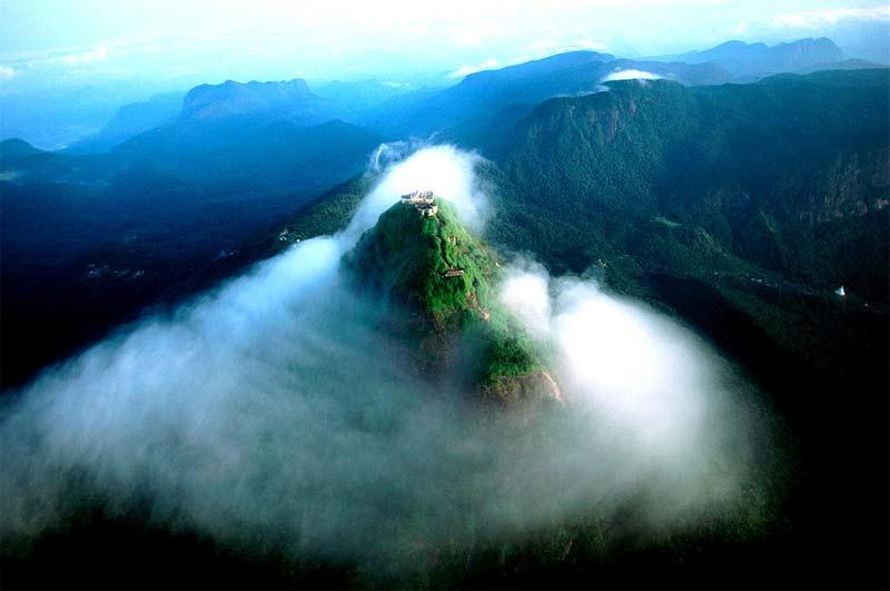 Vistas aéreas del Pico de Adan