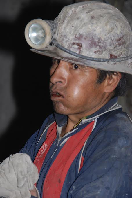 Minero mascando hoja de coca