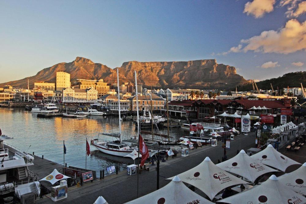 Vistas del Waterfront con la Table Mountain al fondo