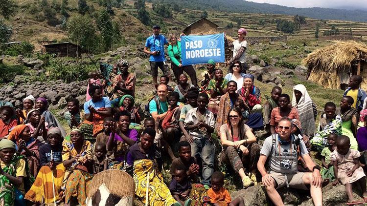 Visitando un proyecto de pigmeos en Uganda