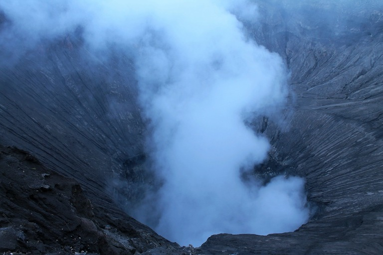 La columna de humo del Bromo