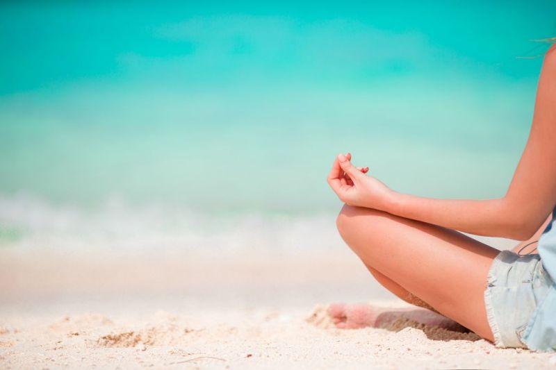 Foto de Ruta por Dos paraísos en uno practicando yoga