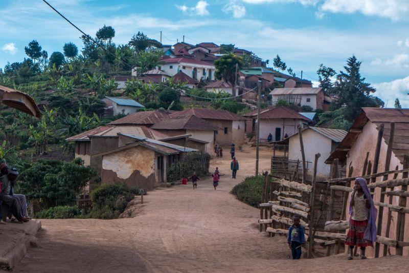 Foto de Ruta por El corazón de Africa Poblado en las Montañas Ushumbara