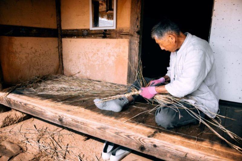 Foto de Ruta por El rincón desconocido de Asia Artesano trabajando