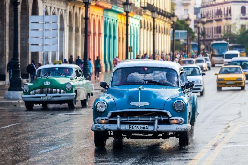 Foto de Ruta por En coche por el Caribe Coches clásicos por el Malecón