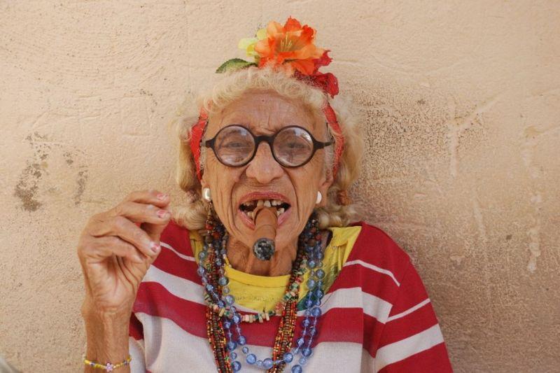 Foto de Ruta por En coche por el Caribe Mujer de La Habana vieja