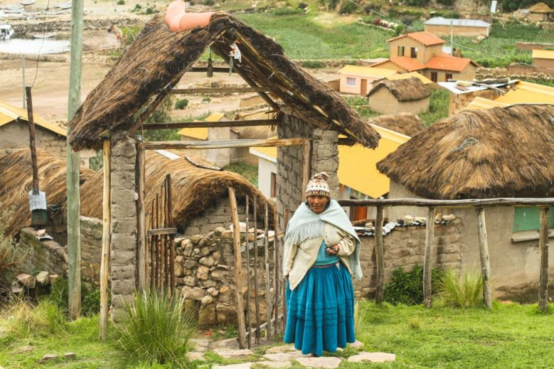 Foto de Ruta por La perla andina Mujer aymara en su aldea