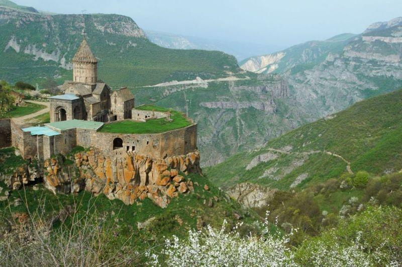 Foto de Ruta por La ruta de los monasterios  Monasterio de Tatev
