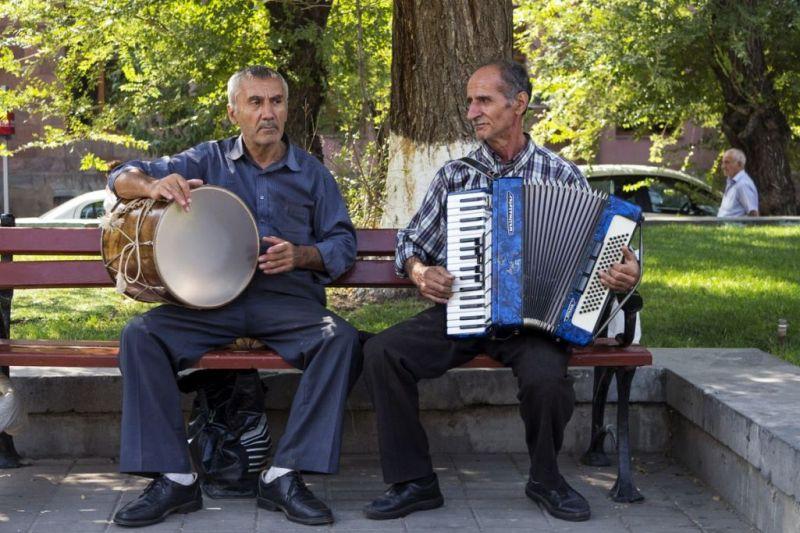 Foto de Ruta por La ruta de los monasterios Hombres tocando