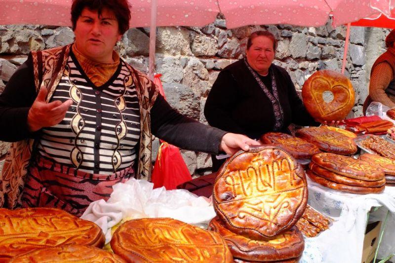 Foto de Ruta por La ruta de los monasterios Vendedoras de pan