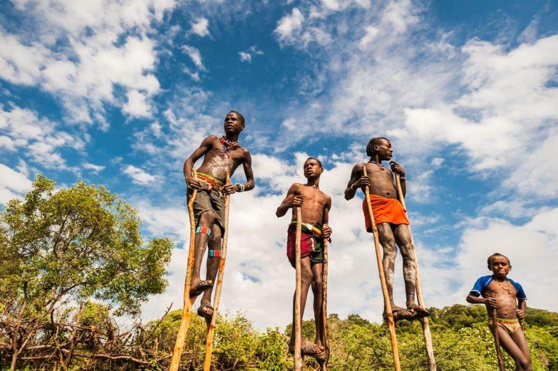 Foto de Ruta por Las tribus del Sur y lo mejor del Norte Caminando con zancos
