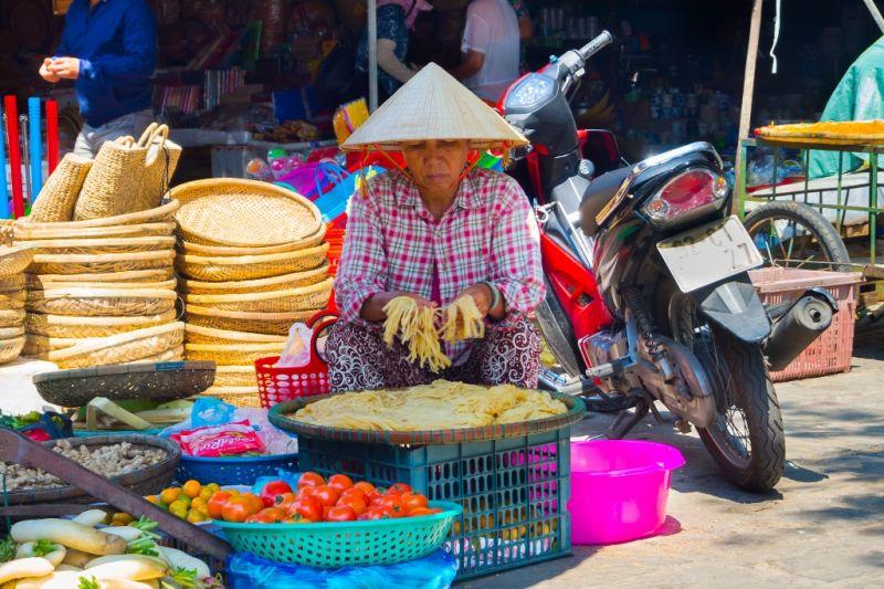 Foto de Ruta por Montañas, verdes arrozales y Yoga comercio en la calle