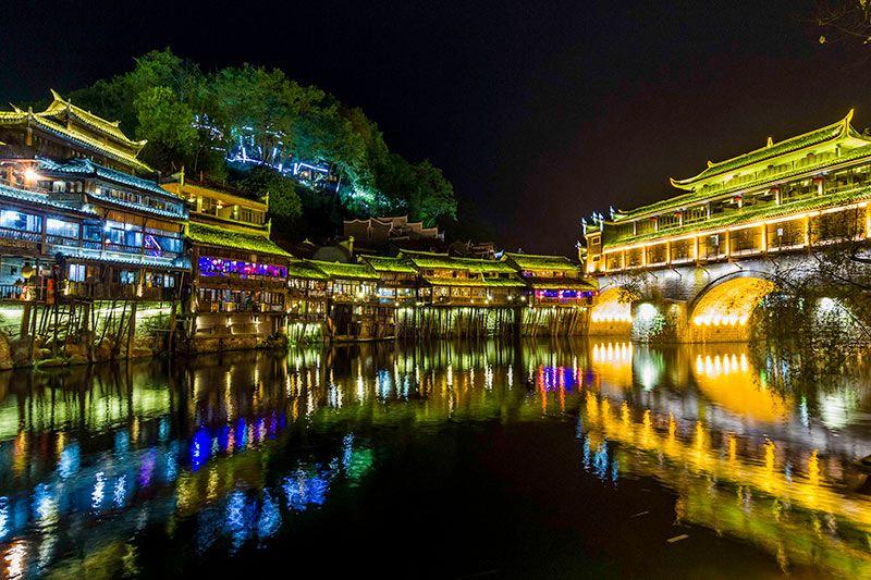 Foto de Ruta por Paisajes desde Shanghai a Hong Kong Imagen de Fenghuang de noche