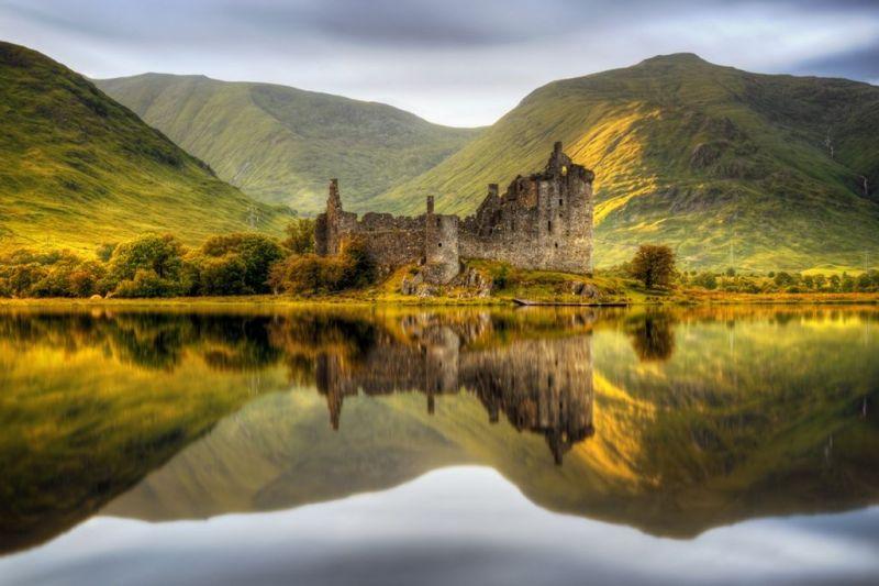 Foto de Ruta por Rumbo a las Highlands Espejo en el agua