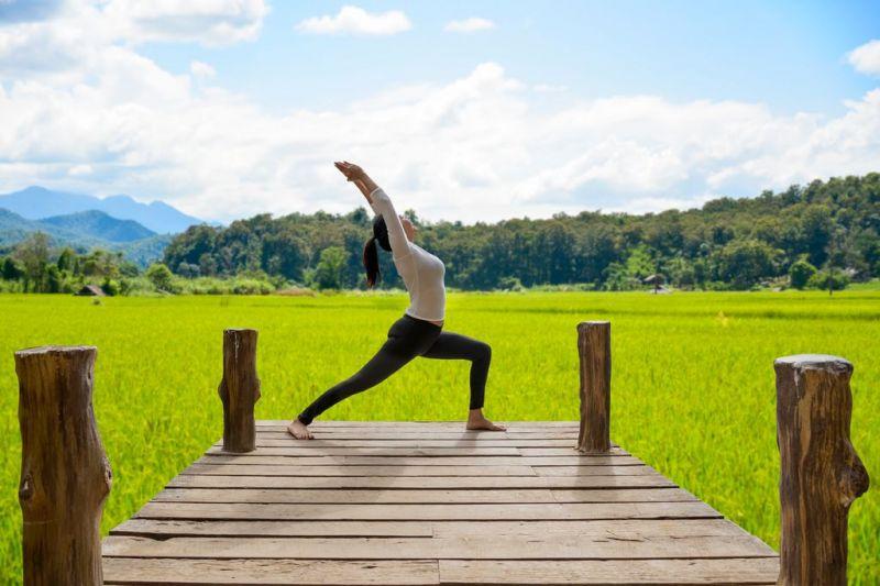 Foto de Ruta por Yoga y Aventura en Camboya practicando yoga