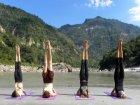 Viaje a India - Realizando Yoga a orillas el Ganges
