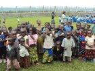 Viaje a Congo - Niños sin escolarizar con sus mejores ropas