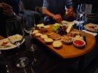 Viaje a Sudafrica - Disfrutando de una degustación de queso y vino